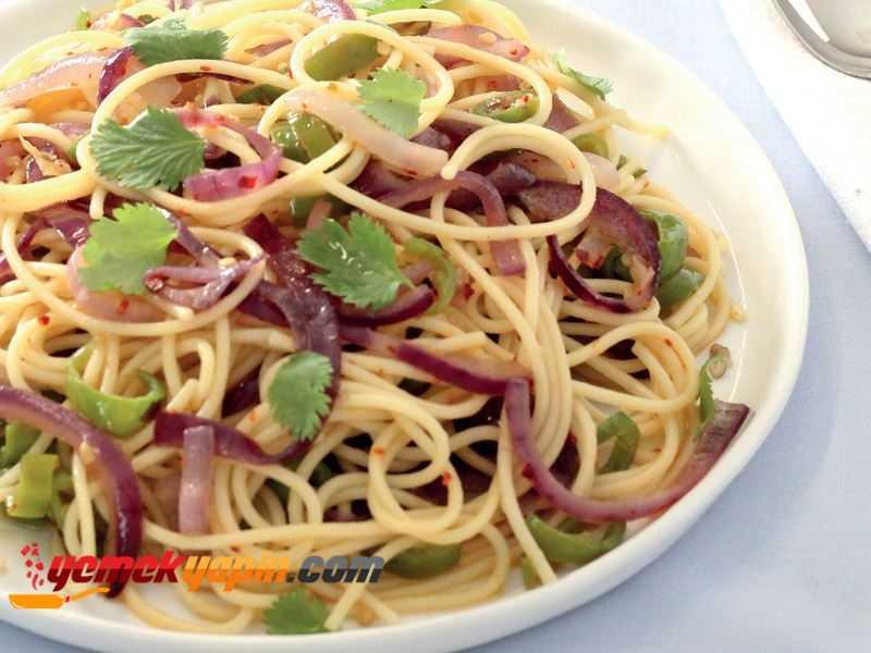 Kırmızı Soğanlı ve Biber Çekirdekli Spagetti